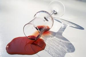 bicchiere di vino rosso rovesciato